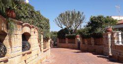 Villa a Trappeto, Via Residenziale