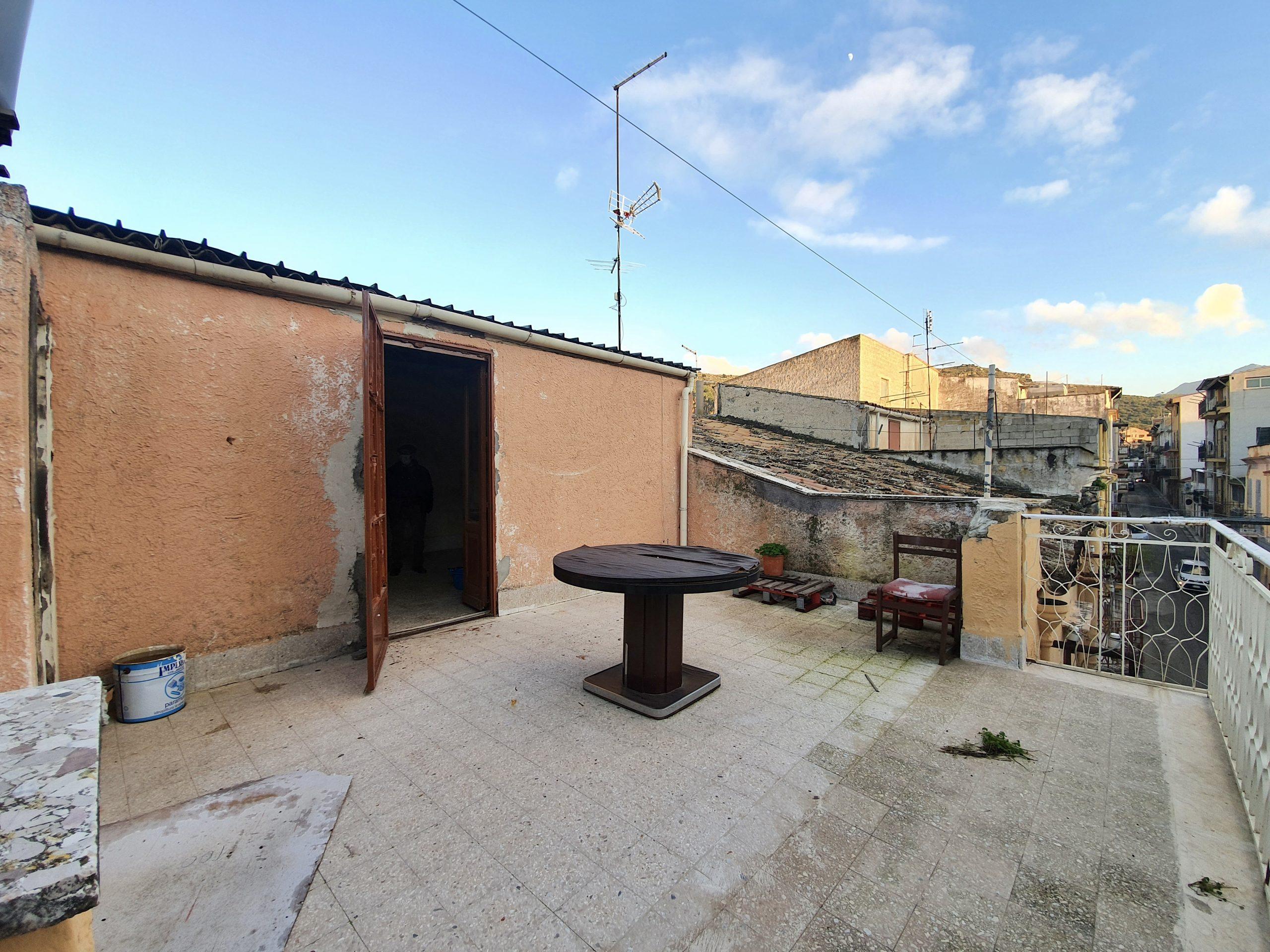 Casa indipendente a Partinico, Via Foscolo