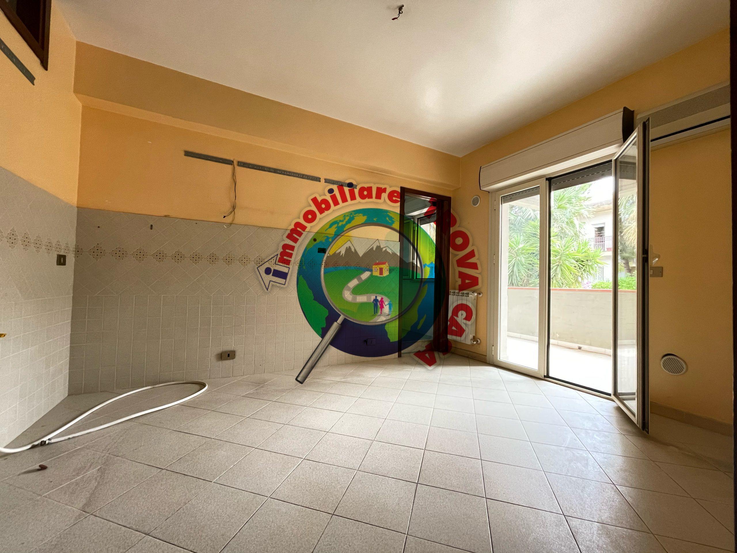 Appartamento con box e mansarda a Partinico, Via Chinnici