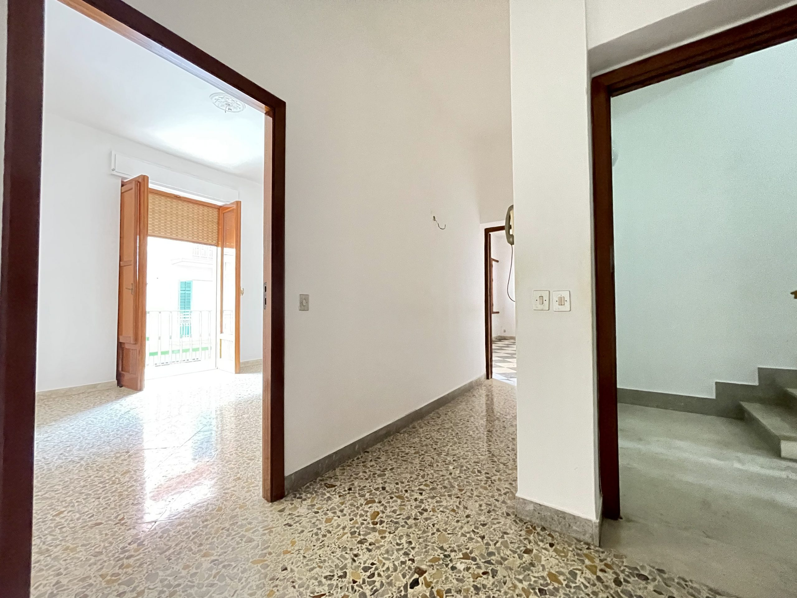Appartamento con magazzini e giardino a Partinico, Via Ragusa